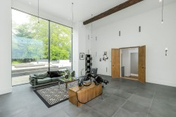 Property Image #10 of 27